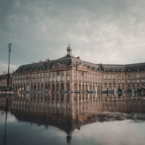 Aux alentours : Bordeaux - Miroir d'eau
