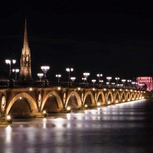 Aux alentours : Bordeaux - Pont de pierres